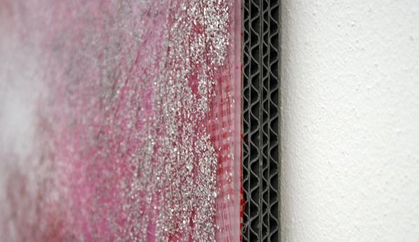 Cheryl Donegan - Crack 19 (pink carck) - Collage, stof, spuitbus, plexiglas, glitter, metallic tape en golfkarton (detail)