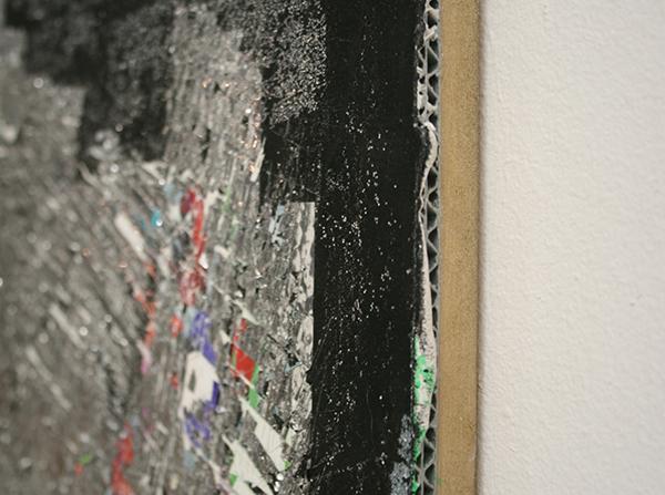Cheryl Donegan - Tinfoil Test - 46x61cm Spuitbus, stof, metallic tape en olieverf op golfkarton
