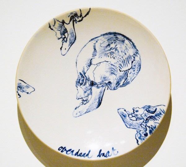 Erik Andriesse - Overdaad baat - Geglazuurd steengoed, 1992
