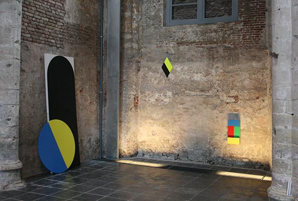 Fabian Westphal - Installatie met geel blauwe schijf & Zonder Titel & Zonder Titel