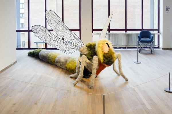 Ferdi - Damsel Dragonfly - Kunstbont, ijzer, gaas, polystreenschuim en nylon