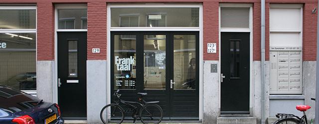 Stop een aantal kunstenaars voor een maand bij elkaar in een leegstaande fabriek ergens in Leipzig en gegarandeerd komt er een mooie samenhangende tentoonstelling uit. Maar ja, voor wie er […]