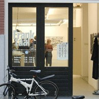 Vandaag opende de groepstentoonstelling Connected 020 010 bij galerie Frank Taal te Rotterdam. Zoals gebruikelijk bij tentoonstellingen waar ondergetekende aan deelneemt hier vooral een kort fotoverslag van wat er zoal […]