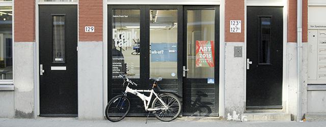 Vorige week was ArtRotterdam. Iedereen die zich op enige wijze professioneel met hedendaagse kunst bezig houdt in Nederland was daar. Iedereen begroet elkaar als oude bekenden, bespreekt wat er zoal […]