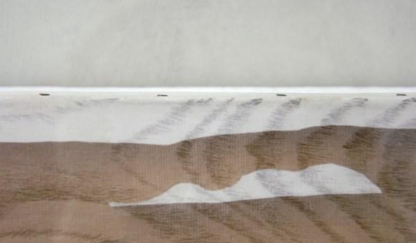 Hu Xiaoyuan - Milling Nr1 - Hout, witte verf, zijde en Chinese Inkt (detail)