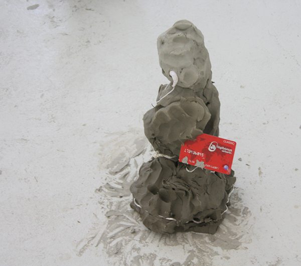 Ilja Karilampi - Tore - Portret, antraciet grijze rivier klei, schroeven en bankpas