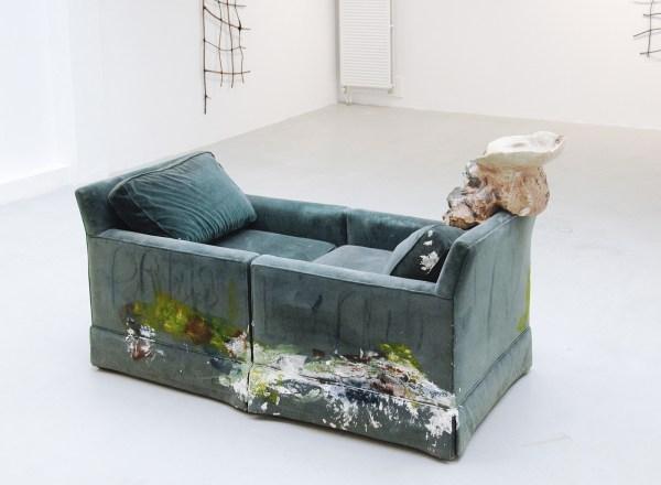 Jessica Jackson Hutchins - Wedding Present - 74x163x74cm Stoelen, verf en keramiek