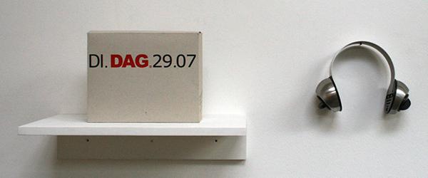 Job Koelewijn - De Tijdsluisteraar - 21x28x10cm RVS plaat met tijdswekker en kartonnen doos