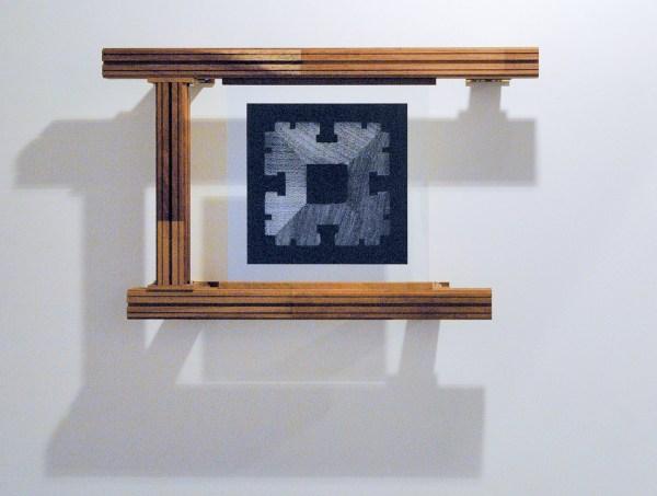 Jonas Wijtenburg - Internal Validity #2 - 67x103x22cm Iroko hout, roestvrij staal, C print