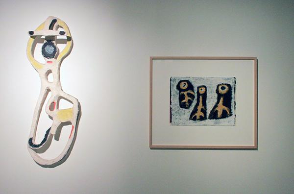 Karel Appel - Moeder en hond - 105cm hoog, Beschilderd gips & Ogen - 34x45cm Gouache op papier 1948