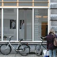 Afgelopen donderdag opende weer een nieuwe editie in de reeks Leerling Meester bij Kunstpodium T. Daar waar de vorige editie het beeld als fenomeen bijna weggeschreven was, lijkt het beeld […]