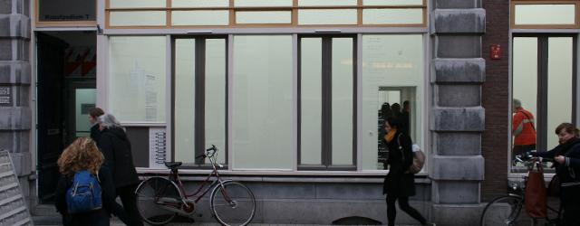 Vandaag opende een nieuwe tentoonstelling bij Kunstpodium T. Maar eigenlijk was er geen tentoonstelling. Heel strikt genomen waren er teksten te zien over werken die er te zijn hadden kunnen […]