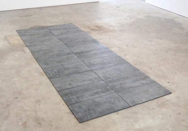 Lennart Lahuis - Wet Scene (study no IV) - Water op steen