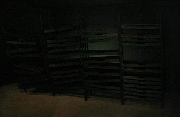 Levi van Veluw - Collapsing Cabinet - Hout, pigment en ledlichten