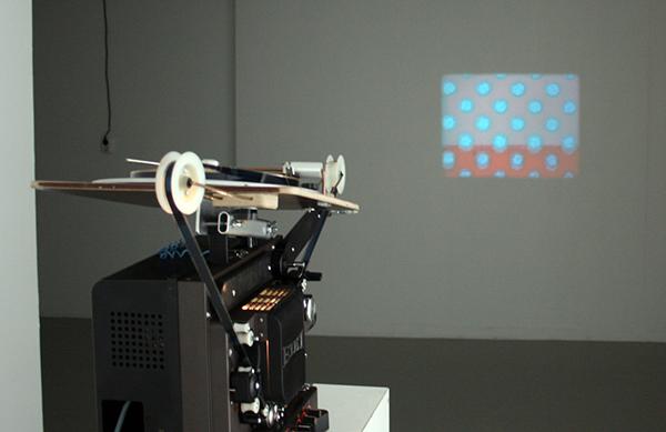 Lis Rhodes - Dresden Dynamo - 10minuten, 16mm Projectie met geluid, 1972