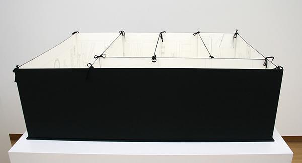 Lucy McKenzie - Bedsit Glasgow - Potlood op papier in linnen portfolio