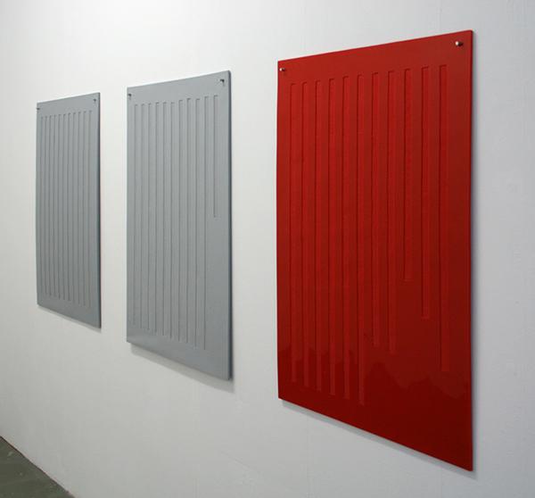 Magali Reus - Balance Sheet (Grey 11), (Gray 10,5) & (Red 9,8) - Siliconenrubber, pigment en aluminium