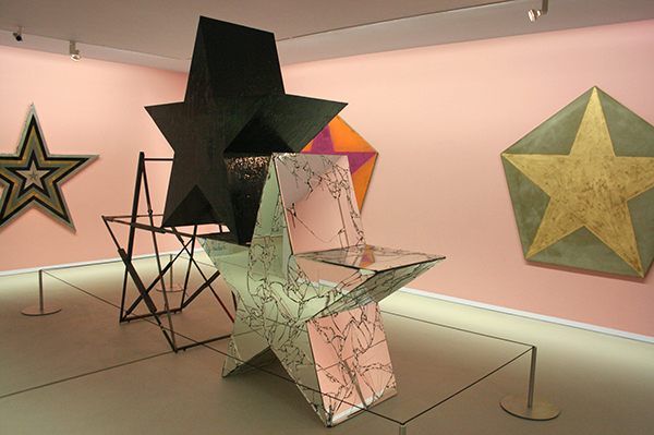 Marc Bijl - The Triumph of Rise and Fall - Staal, hout, spiegel, styrofor en epoxyhars