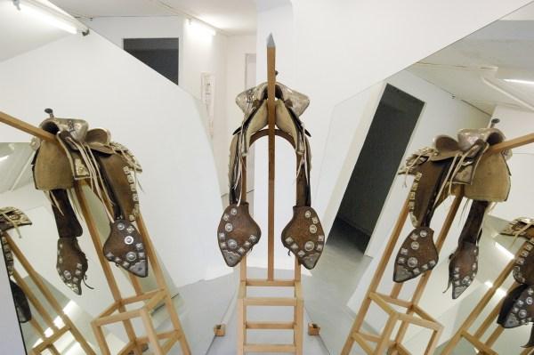 Marinus Boezem - Untitled - 225x320x250cm Hout, zilver, leer en spiegels, 1992