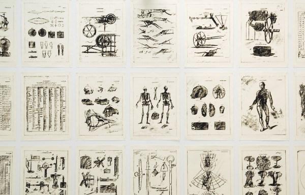Matt Mullican - Untitled (New Edinburgh Encyclopedia Project) - 449 Oliestift tekeningen op papier in 16 dozen in houten kabinet (detail)