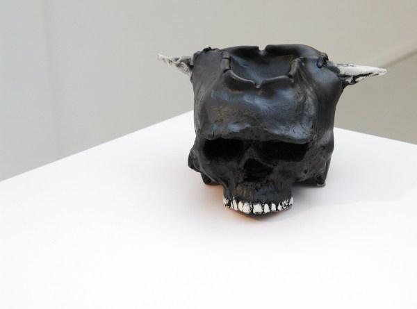 Matthew Day Jackson - Depth Hoar - 123x213x122cm Plastic, Formica, vloervinyl, multiplex, hout, glaswaar, borden, porselein, katoen, wol en kookboek (detail)