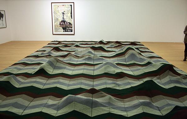 Mike Kelly - Limpenprole - Garen en gevonden voorwerpen & Ageistprop - Acrylverf op papier