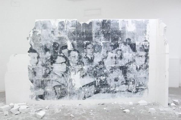 Robin Gerris - Monolith (IX) The Briefing - 200x300x60cm Laserjet transfer op gips