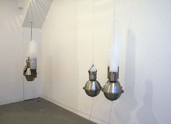 Roger Hiorns - Untitleds - Roestvrijstaal, compressor en schuim