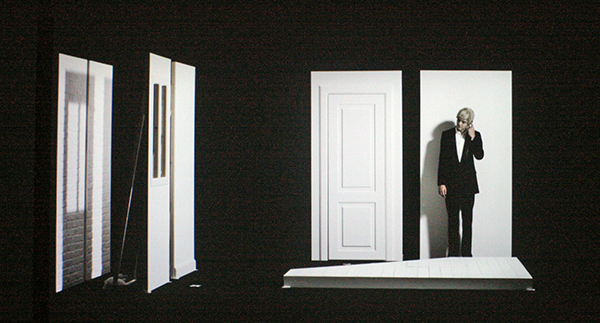 Sarah & Charles - Props for Drama, Plot Hole - 20minuten, Driekanaals HD projectie