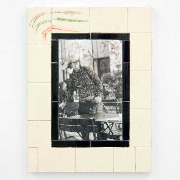 Tom Humphreys - Untitled - 40x50x4cm, Geglazuurd keramiek, keramische transfer, aluminium en hout