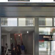 Opbouwen voor een eendaagse tentoonstelling te Wallstreet Twenty Five in Vlissingen. Morgen is de tentoonstelling.