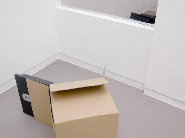 Wilfredo Prieto - Safe Box - 59x59x5cm Kluis en kartonnen doos