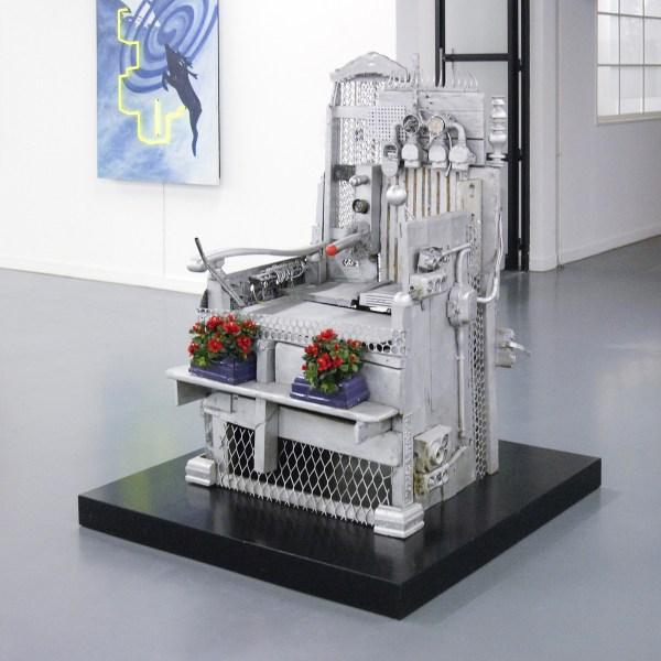 Woody van Amen - Electrische Stoel - Hout, metaal, kunststof en aluminiumverf