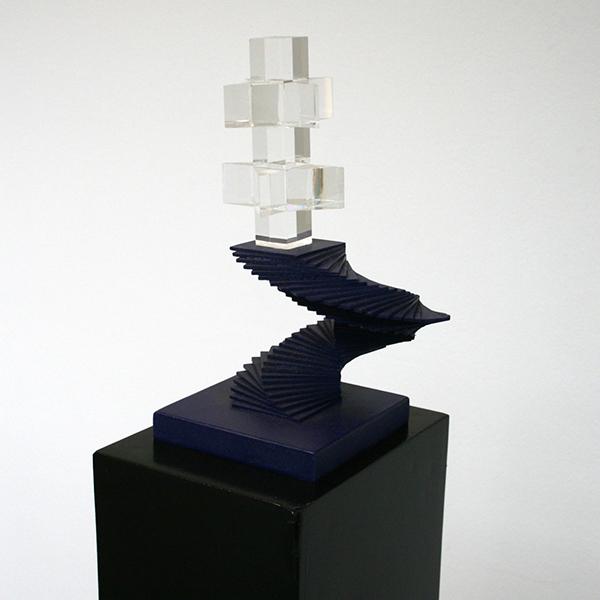 Woody van Amen - Prisma - 26x15x15cm Hout en perspex