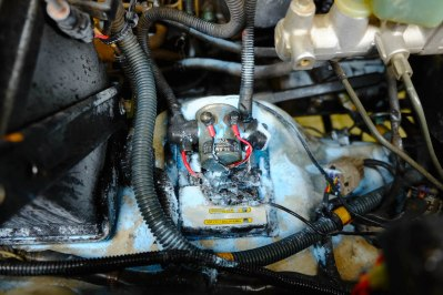 LOST TRACK Toyota Land Cruiser HZJ 78 LOST TRACK Reiseblog - Startschwierigkeiten Pleiten Pech und Pannen National Luna Split-Charging-System Brand Feuerlöscher Motorbrand