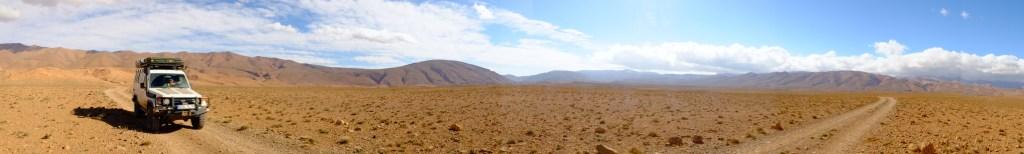 LOST TRACK Reiseblog Marokko Maroc Offroad 4x4 Toyota Landcruiser Todra Dades Schlucht Panorama Piste