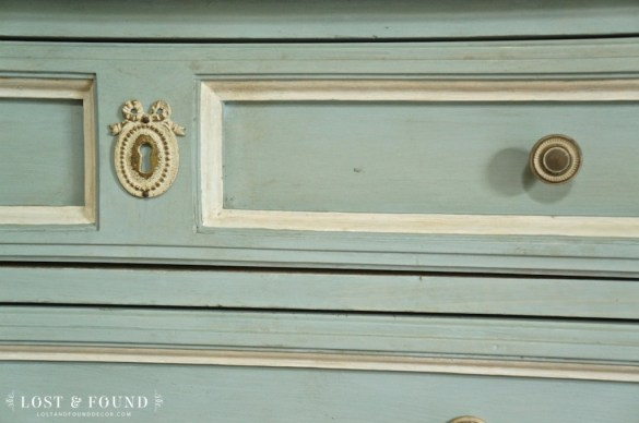 one-day-painting-with-chalk-paint-makeover-10