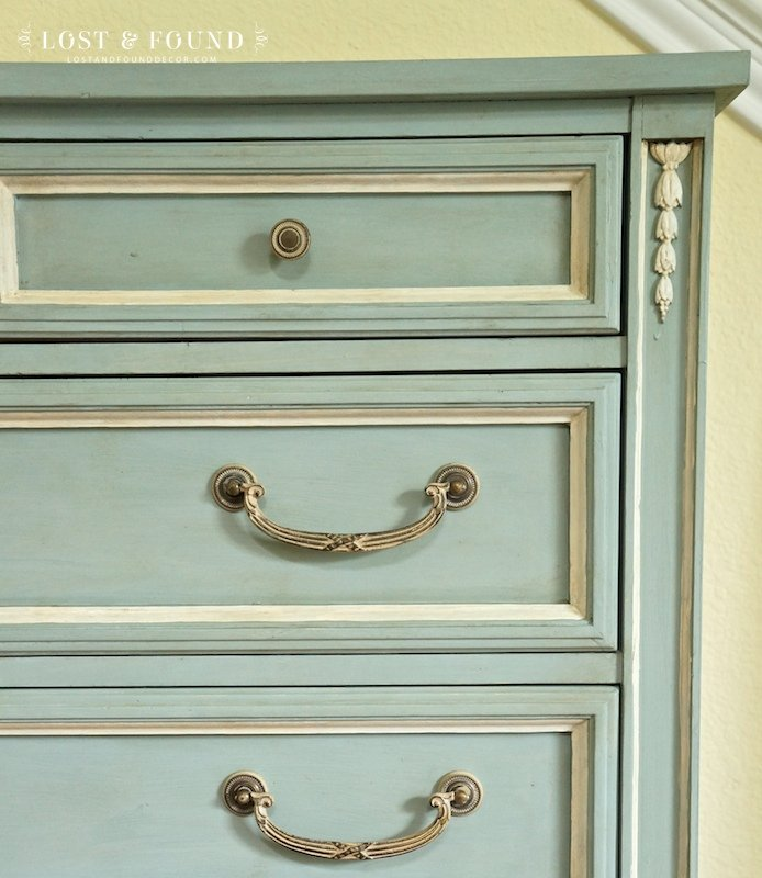 One Day Chalk Paint Furniture Makeover and a Giveaway