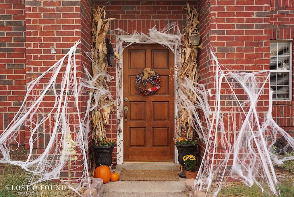 Easy front-door Halloween decorations
