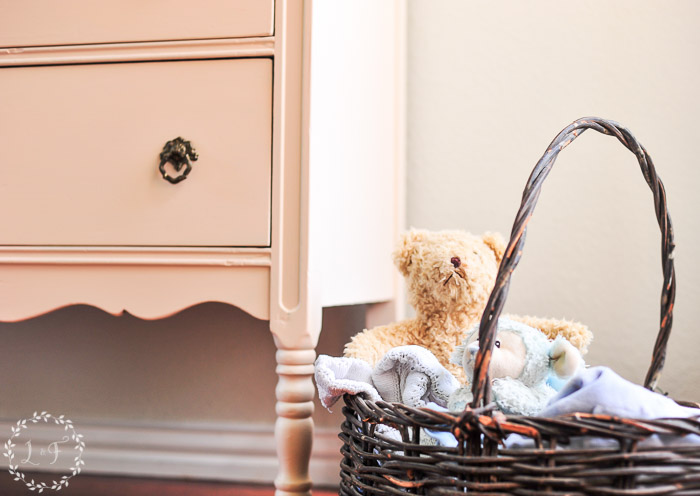painted-chest-of-drawers-for-nursery