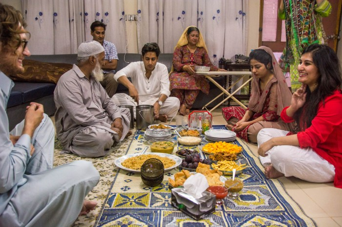 Pakistan bucket list - Iftar dinner in Lahore - Lost With Purpose travel blog