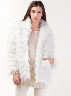 abrigo-piel-falsa-stradivarius-blanco