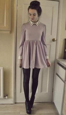vestido corto elegante detalle cuello