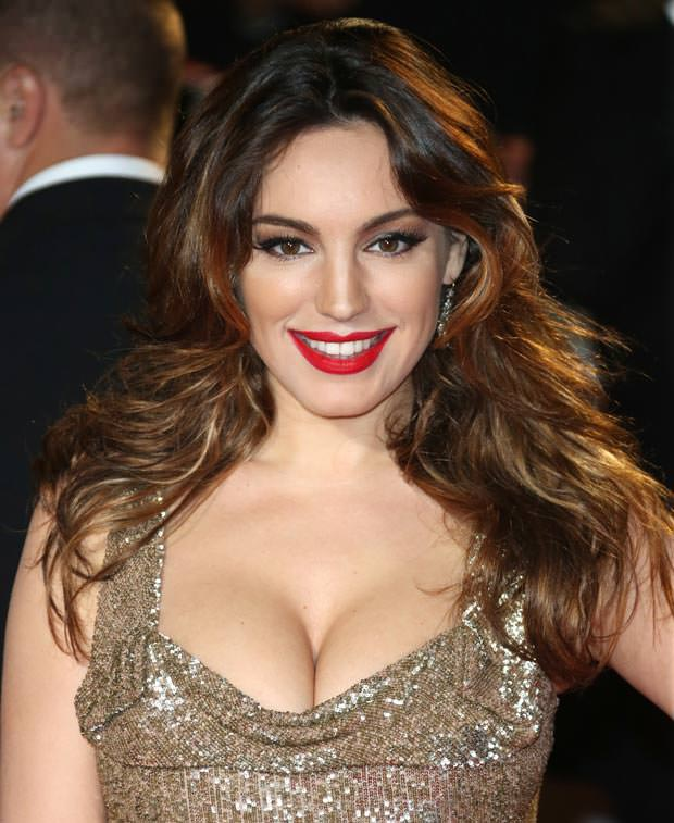 Kelly-Brook-push-up