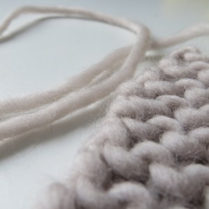 We are Knitters The Petite Wool Maschenprobe Faden