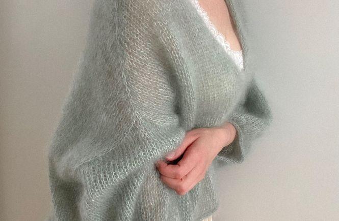 LOTILDA Strickanleitung MARTA V-Neck Jumper - Kastiger Oversize Pullover mit V-Ausschnitt zum selber stricken