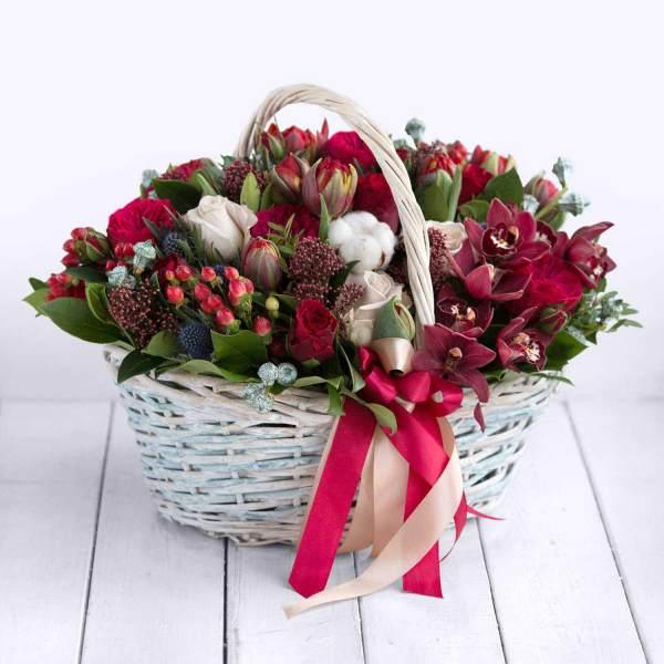 Букет цветов Ред Пиано в корзине. Купить цветы.