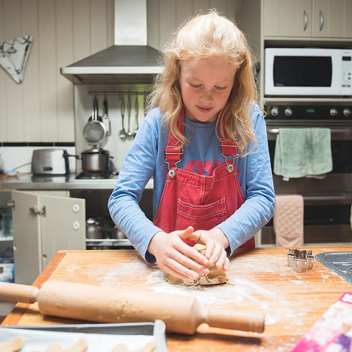 Gingerbread-men baking mix