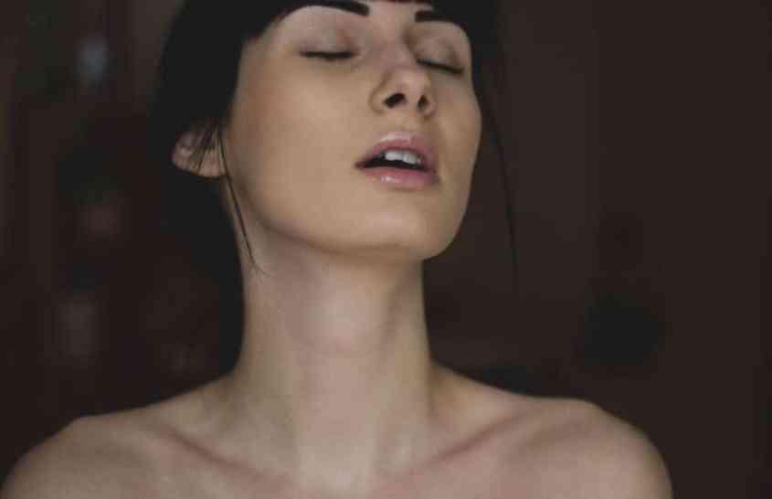 Vaginaler Orgasmus mit Dildo