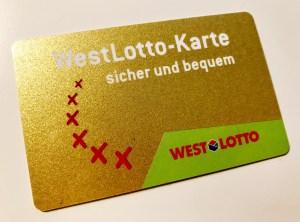 Westlotto-Karte auf weißem Tisch